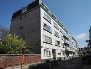 Vrij - te bezichtigen via kantoor.<br /> <br /> Appartement, 134 m², 2de verdiep, met hal, living, keuken (keukenkasten, spoeltafel, dampkap, gas