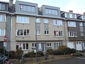 Vrij - te bezichtigen via kantoor.<br /> <br /> Volledig gerenoveerd appartement, 89 m², instapklaar, 2de verdieping, met hal, living, keuken (ke