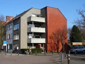 Vrij - te bezichtigen via kantoor.<br /> <br /> Appartement, 87 m², instapklaar, gelijkvloers, met hal, living, keuken (keukenkasten, spoeltafel,