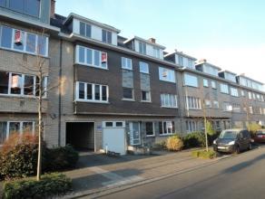 Vrij - te bezichtigen via kantoor.<br /> <br /> Appartement, 89 m², 2de verdiep, met hal, living, keuken (keukenkasten, spoeltafel, dampkap, gasv