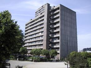 Vrij - te bezichtigen via kantoor.<br /> <br /> Volledig gerenoveerd en instapklaar appartement, 89 m², 8ste verdiep, met hal, ruime living met a