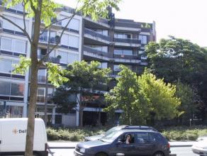 Vrij - te bezichtigen via kantoor.<br /> <br /> Instapklare bovengrondse garagebox vlakbij het stadscentrum, n° 24.