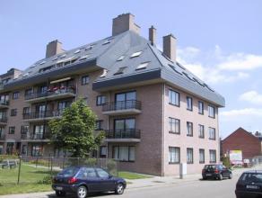 Vrij - te bezichtigen via kantoor.<br /> <br /> Appartement, 102 m², 2de verdiep, met hal, living, keuken (keukenkasten, dubbele spoelbak, dampka