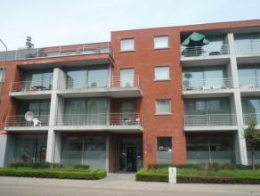 Vrij - te bezichtigen via kantoor.<br /> <br /> Appartement, 77 m², 2de verdiep, met hal, living, keuken (keukenkasten, spoeltafel, dampkap, kera