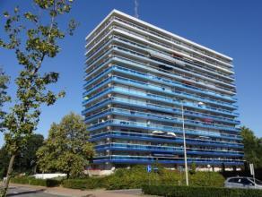 Vrij - te bezichtigen via kantoor.<br /> <br /> Appartement, 84 m², instapklaar, 1ste verdiep, met hal, living, keuken (keukenkasten, dubbele spo