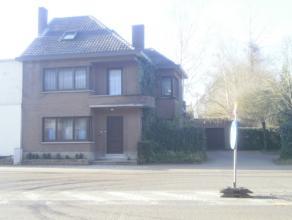 Vrij - te bezichtigen via kantoor.<br /> <br /> Woonhuis, 197 m², gelijkvloers: living, keuken (keukenkasten, spoelbak, dampkap, keramische kookp