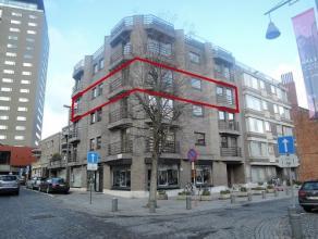 Vrij 15.05.2017 - te bezichtigen via kantoor.<br /> <br /> Appartement, 162 m², 3de verdiep, met hal, living, keuken (keukenkasten, dubbele spoel