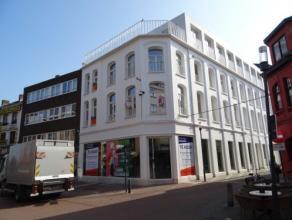 Vrij - te bezichtigen via kantoor.<br /> <br /> Nieuwbouwappartement in het centrum van de stad, 82 m², 1ste verdiep, met hal, living, keuken (ke