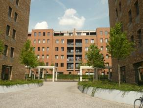 Vrij 01.08.2017 - te bezichtigen via kantoor.<br /> <br /> Recent appartement aan de Blauwe Boulevard, 89 m², instapklaar, 2de verdiep, met hal,
