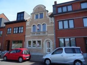 Vrij - te bezichtigen via kantoor.<br /> <br /> Woonhuis, 201 m², gelijkvloers, verdiep 1 en 2, met hal, living, keuken (keukenkasten, dubbele sp