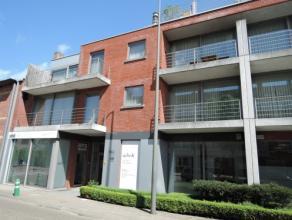 Vrij - te bezichtigen via kantoor.<br /> <br /> Appartement, 76 m², 2de verdiep, met hal, living, keuken (keukenkasten, spoeltafel, dampkap, kera