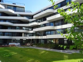 Vrij - te bezichtigen via kantoor.<br /> <br /> Nieuwbouwappartement gelegen aan de Blauwe Boulevard, 98 m², instapklaar, 3de verdiep, met hal, l