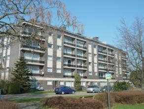 Vrij - te bezichtigen via kantoor.<br /> <br /> Appartement, 91 m², instapklaar, 3de verdiep, met hal, living, keuken (keukenkasten, dubbele spoe