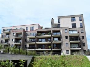 Schitterend ruim penthouse (113,09m²) met geweldig groot terras (48,52 m²), 2 slaapkamers en VEEL LICHTINVAL!! gelegen op de vierde verdiepi