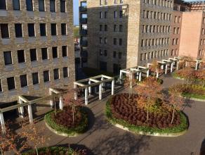 Dit appartement is gelegen op wandelafstand van het bruisende centrum van Hasselt en beschikt over een zuidgericht terras. <br /> <br /> De indeling v