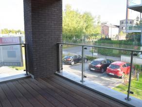 Recent appartement gelegen aan 'The Blue Lofts' op wandelafstand van het centrum van Hasselt. <br /> <br /> Indeling: Leefruimte met open keuken (voor