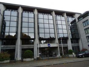 Goed uitgeruste representatieve kantoren in mooi kantoorgebouw aan het Leopoldplein centrum Hasselt. Nuttige oppervlakte 436m² op het 1°verdi