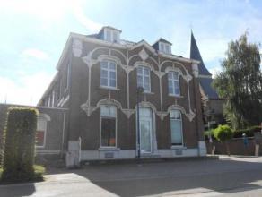 Uniek historisch gebouw met woonst en of kantoren gelegen in het volle centrum van Alken. Voormalig gemeentehuis. Goed voor investering! GELIJKVLOERS: