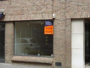 Handelsgelijkvloers 70 m² gelegen vlakbij de Grote Markt en de Hoogstraat, de hoofdwinkelstraat. Gevelbreedte ca. 5 meter. Goed gelegen in de omg