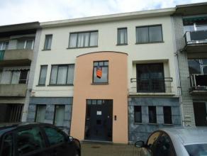 Modern gebouw te verdelen in 3 appartementen, voorheen kantoren, gelegen pal in het centrum van Beringen. Vlakbij het vredegerecht en tegenover de bib