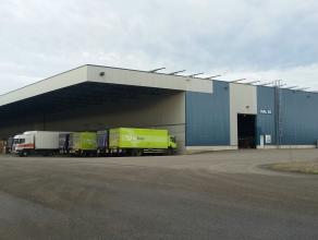 Goed gel. opslaghallen (hal 54) geschikt voor logistieke activiteit in industriezone nabij Ford fabrieken en afrit 31/32 van E313. <br /> <br /> Ruime