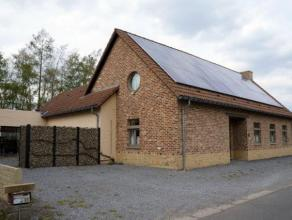 Mooie woning van 2003 in een rustige, groene omgeving in Hoeselt gelegen. De woning heeft een aangelegde, gezellige tuin waar het heerlijk vertoeven i