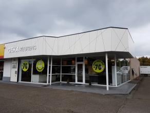Handelspand van 500 m² op AAA locatie. Deze showroom, momenteel nog ingevuld als keukenzaak, is gelegen op de Hasseltweg in de nabijheid van grot