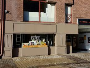 Speciaalzaak 'De Slijterij', centraal gelegen in Shopping II. Deze handelszaak biedt een breed assortiment sterke dranken en likeuren, geschenk manden