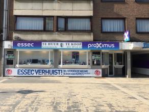 Commercieel gelegen handelspand van 163 m² in het centrum van Genk. Deze winkel/kantoorruimte, momenteel uitgebaat door Essec telecom, is gelegen