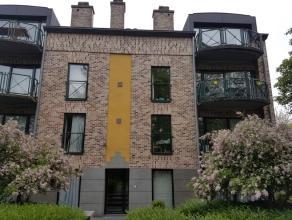 Instapklaar en uitstekend gelegen 2 slaapkamer appartement met parking nabij UZ Gasthuisberg. Dit zonnig appartement ( bj' 97) van ca 100 m² besc