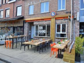 Instapklare horeca zaak commercieel gelegen in de Vennestraat te Genk. Wij bieden u een volledig gemeubelde horecazaak aan met koeltoog, keuken met re