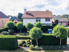 EXCLUSIEVE VILLA MET TOPAFWERKING EN PRACHTIGE TUIN !<br /> <br /> Deze uitzonderlijke villa , ontworpen door architect Bart Lens vinden we terug lang