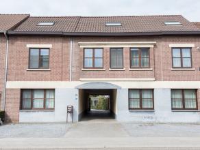 Duplexappartement met 2 slaapkamers gelegen in het centrum van Munsterbilzen op de Waterstraat 75 bus 3 op de eerste en tweede verdieping. Winkel, sch