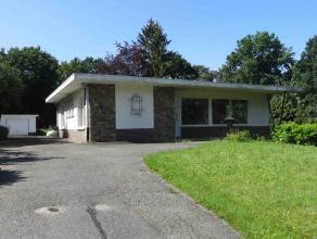 Deze bungalow is gelegen in de zeer rustige residentiële woonomgeving van Molenblook, Genk.<br /> <br /> De woning heeft een ruime inkomhal met t