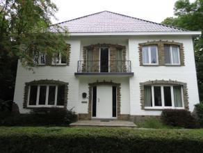 Gerenoveerde villa gelegen op wandelafstand van Genk centrum.<br /> <br /> Deze woning is volledig vernieuwd en is instap klaar.<br /> <br /> Inde