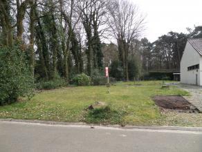 Uniek gelegen bouwplaats in een residentiële wijk en letterlijk grenzend aan de Kattevennen.<br /> <br /> Gedetailleerde informatie:<br /> <br />