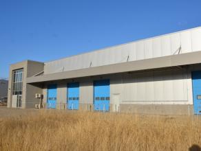 BEDRIJFSGEBOUW OP EEN PERCEEL VAN 34A37CA<br /> <br /> Zeer goed gelegen bedrijfsgebouw op het industrieterrein 'De Lange Beemden' in KMO-zone. Goede