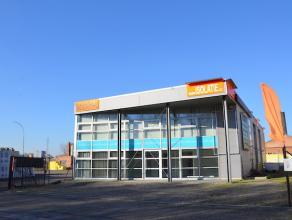 Modern, instapklaar bedrijfsgebouw met zeer centrale ligging aan de Kempische Steenweg in Hasselt. Goede zichtlocatie! <br /> <br /> Het pand heeft ee