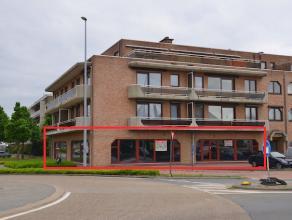 Ruim handelsgelijkvloers gelegen op de Genkersteenweg in Hasselt. <br /> Het pand heeft een bruikbare oppervlakte van 365m2.<br /> GOEDE ZICHTLOCATIE