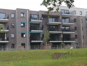 Prachtig éénslaapkamerappartement met mooi terras vlakbij het centrum van Hasselt.<br /> <br /> 2de verdieping: Inkomhal met vestiaire -