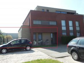 Mooi gelijkvloers appartement met 2 slaapkamer & grote tuin te Hasselt.<br /> <br /> Gelijkvloers: Inkomhal - wc - woonkamer - eetkamer met schuif