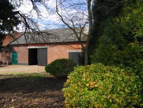 Tot woning om te bouwen schuur op 681 m².  <br /> <br /> Momenteel open tot nok met authentieke houten steunbalken. <br /> <br /> Oppervlakte bou