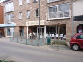 Centraal gelegen handelspand met een oppervlakte van ± 220 m². Er zijn drie aparte ruimtes voorzien in het pand alsook een apart toilet Aa