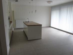 EXCLUSIEF !! Zeer recent appartement net buiten het centrum van Houthalen. Heeft 2 ruime slaapkamers, een grote leefruimte en een volledig uitgeruste