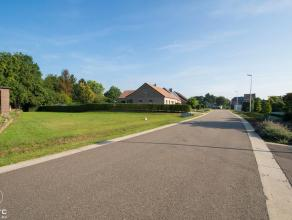 Deze ruime bouwgrond van 8a 14ca vind je in Stokrooie. Stokrooie is een deelgemeente van de Limburgse hoofdstad Hasselt. Deze deelgemeente is om deze