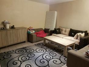 Te huur in Genk -Zwartberg:<br /> Appartement met 1 slaapkamer, gelegen aan een pleintje en met parkeerplaats voor het gebouw<br /> <br /> Indeling: <