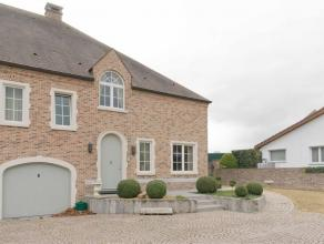 Klassieke villa in pastorijstijl op een perceel van 8a81ca, rustig gelegen en toch slechts op 1,5 km van de oprit van de autosnelweg E313.Afgewerkte k