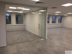 Prachtig gerenoveerd kantorencomplex gelegen in de Donderslagweg, in Houthalen-Helchteren. Deze locatie biedt gemakkelijk en snel toegang tot alle inv