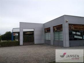 Commercieel gunstig gelegen bedrijfspand op de Hasseltweg (baan tussen Hasselt en Genk), dat kan dienst doen als kantoor of winkelruimte. Het gebouw b
