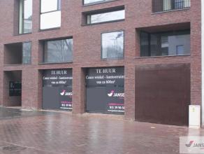 Nieuwbouw kantoor- of winkelruimte gelegen in het centrum van Genk, op de hoek van de Stationsstraat met de Europalaan.De stationsstraat is een verkee